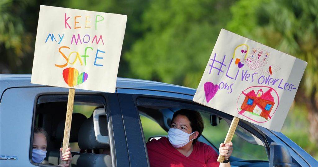 El sindicato de docentes más grande de Florida presenta una demanda contra el estado por las reaperturas escolares