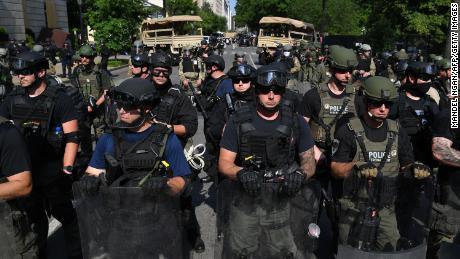 El Departamento de Justicia vigilará el uso federal de la fuerza en Portland y Washington