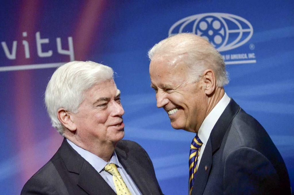 Dodd atrae fuego - y alabanza - como veterano vicepresidente de Biden