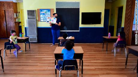 Lo que sabemos sobre los riesgos de coronavirus para niños en edad escolar