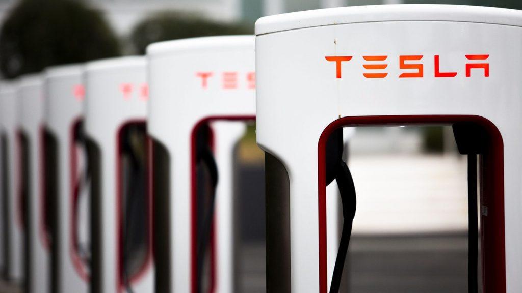 Las acciones de Tesla se disparan más de un 5% luego de que la compañía informara ganancias sorpresivas en el segundo trimestre