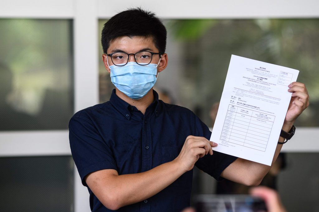 Los críticos critican la decisión de Hong Kong de prohibir la elección de candidatos prodemocráticos