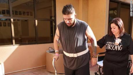 Le dispararon 5 veces en El Paso Walmart y pasó 2 meses en hospitales. Esta es su lucha para recuperar su vida.