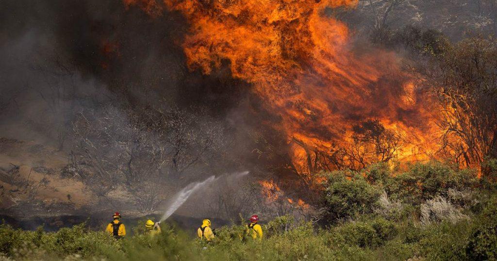 Las autoridades dicen que el hollín diesel está detrás del incendio forestal gigante de Apple en California