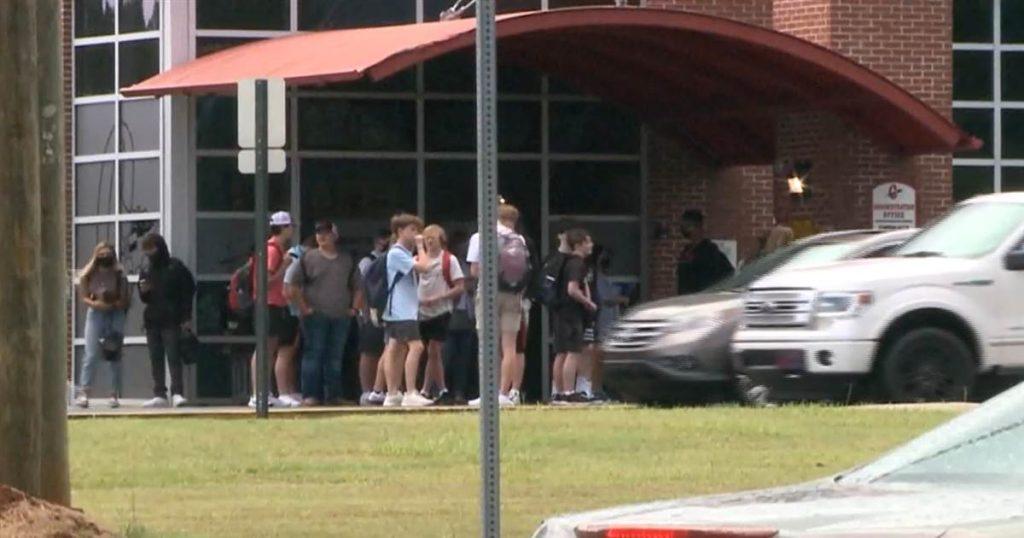 Los casos de coronavirus llevan a más de 800 a la cuarentena en el distrito escolar de Georgia donde no se requieren máscaras