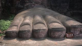 Los pies del Buda gigante