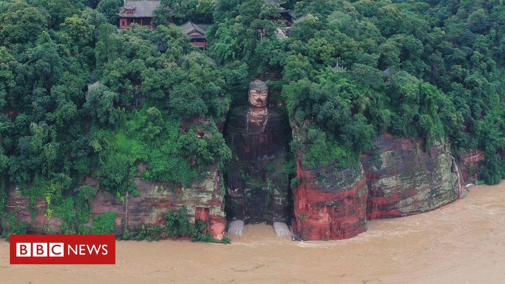 China récord inunda los pies mojados de Buda gigante de Leshan