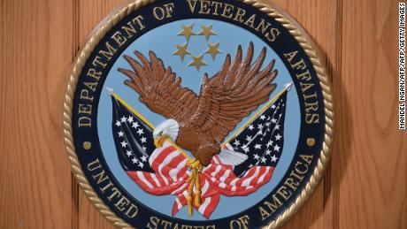 El Servicio Postal de EE. UU. Retrasa obliga al Departamento de Asuntos de Veteranos a cambiar los métodos de entrega de recetas
