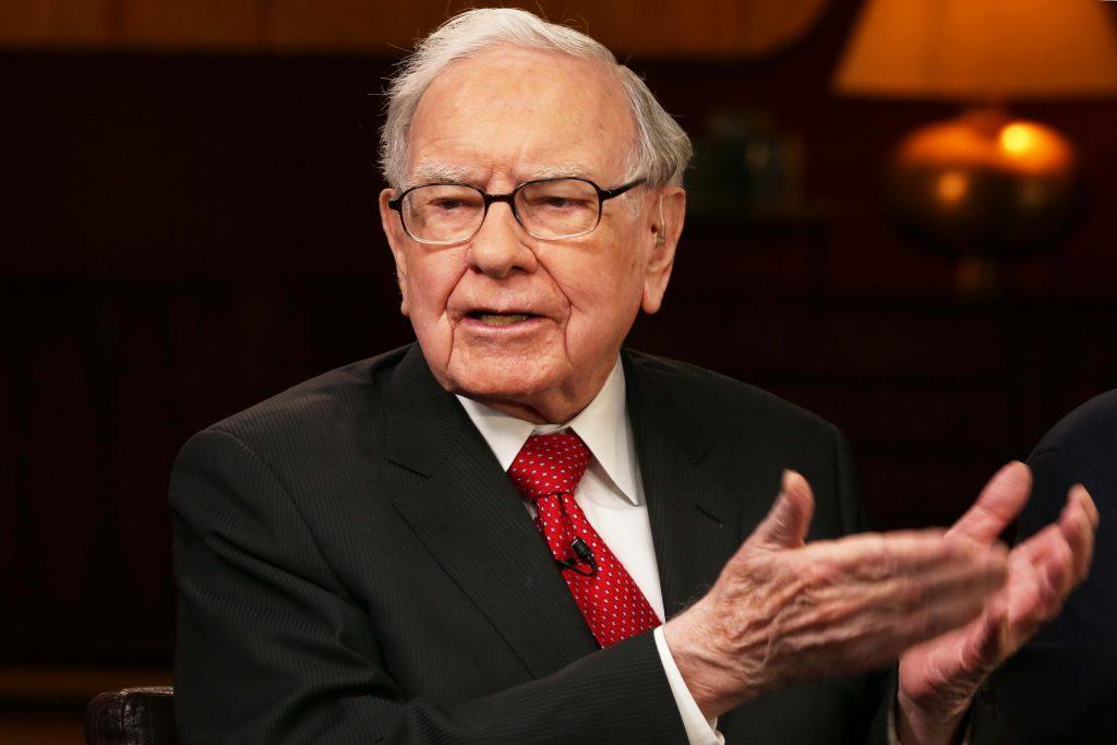Buffett recompra un récord de $ 5.1 mil millones en acciones de Berkshire mientras el coronavirus golpea las ganancias operativas