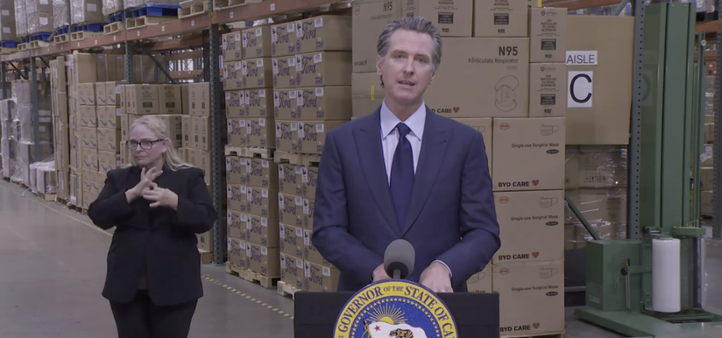El gobernador Gavin Newsom guarda silencio sobre la falla en los datos estatales mientras las muertes por COVID alcanzan un récord