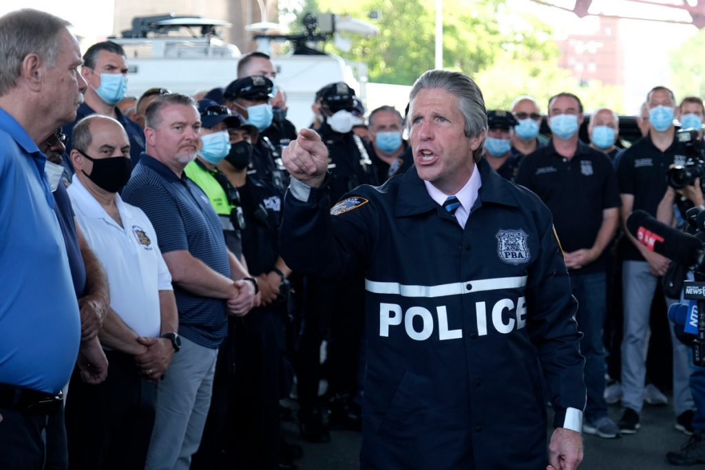 El sindicato de policía de Nueva York respalda a Trump y apoda a Joe Biden como 'Sleepy Joe'
