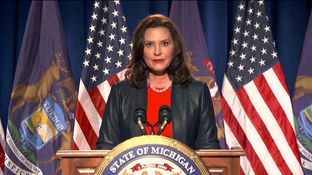 Gretchen Whitmer dice improperios en 'hot mic', compara DNC con 'Shark Week' antes del discurso de la convención