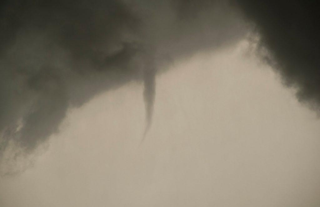 NWS confirma que tornado aterrizó en el condado de Lake y viajó a Wisconsin el lunes - NBC Chicago