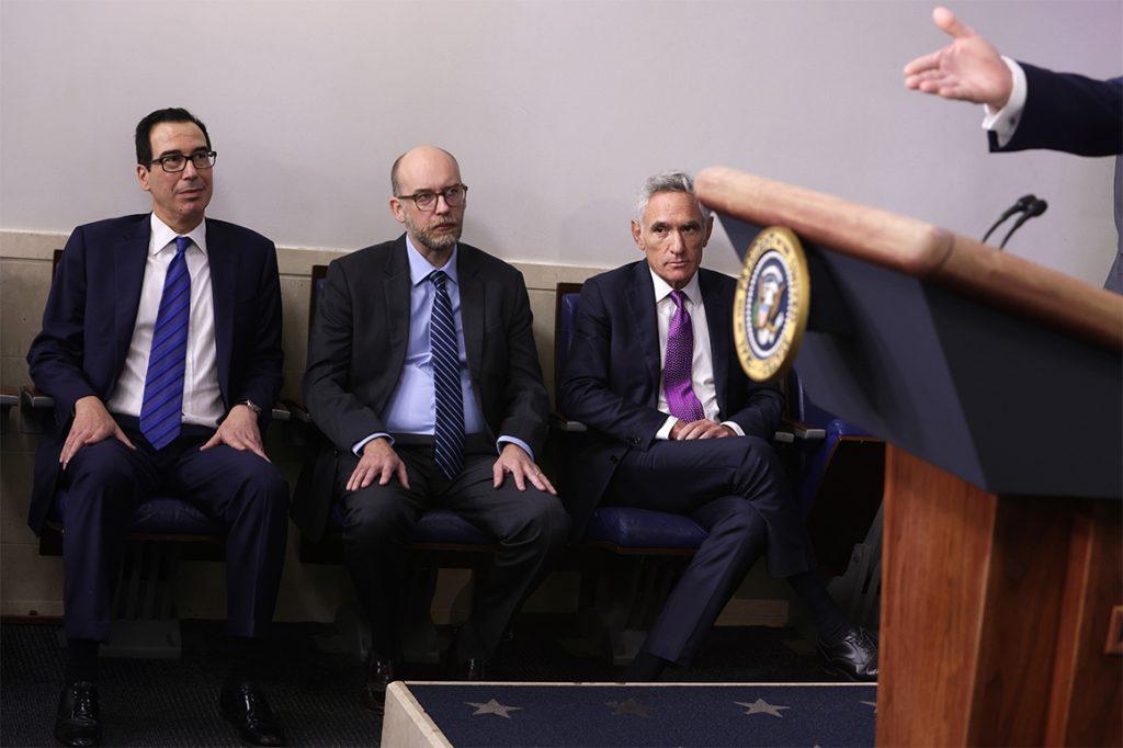 Trump eleva a Scott Atlas, un médico con una perspectiva más optimista para el coronavirus